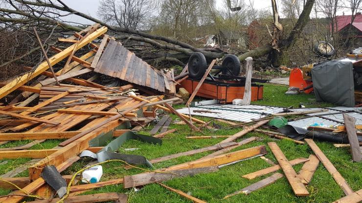 Trąba powietrzna zerwała dachy na Lubelszczyźnie. Na Mazurach wypadki jachtów