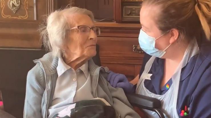"""106-latka pokonała Covid-19. """"Jest naszą najstarszą pacjentką"""""""