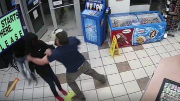 Z bronią napadł na sklep. Klient obezwładnił go w kilka sekund